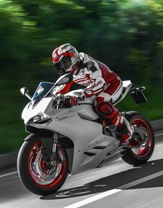 The 2014 Ducati Superbike 899 Panigale