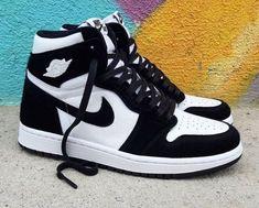 Dr Shoes, Cute Nike Shoes, Cute Nikes, Cute Sneakers, Hype Shoes, Shoes Men, Jordans Sneakers, Nike Custom Shoes, Nike Shoes Outfits