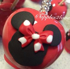 Minnie Mouse inspired candy apples.