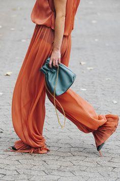 The best street style from Copenhagen Fashion Week spring/summer The best street style from Copenhagen Fashion Week – Vogue Australia Street Style Trends, Vogue Street Style, Street Style Outfits, New Street Style, Cool Street Fashion, Fashion 101, Fashion Advice, Look Fashion, Korean Fashion