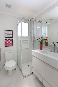 Navegue por fotos de Banheiros ecléticos: Banheiro Master. Veja fotos com as melhores ideias e inspirações para criar uma casa perfeita.