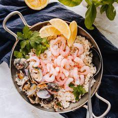 Tomaatin kasvatus - siementen kylvö | Kokit ja Potit -ruokablogi Paella, Risotto, Shrimp, Food And Drink, Meat, Dinner, Cooking, Ethnic Recipes, Desserts