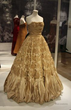 Glamour Of Italian Fashion, Victoria & Albert Museum, London www.fashion-marketer.com  #v&amuseum #museum #london #2014 #fashion #exhibition #italianfashion #italie #fashionmarketer