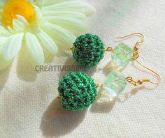 Orecchini a pallina all'uncinetto verde smeraldo  di CREATIVISSIME su DaWanda.com