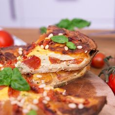 Quiche caprese Treat yourself with a delicious quiche with very Italian accents, flavored with tomato and basil Easy Healthy Breakfast, Healthy Dinner Recipes, Vegetarian Recipes, Breakfast Recipes, Cooking Recipes, Pasta Recipes, Cooking 101, Quiche Recipes, Tasty Videos