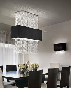 Modische Pendelleuchte Phoenix mit eckigen Stoffschirm in edlen Schwarz und Behang aus Kristall veredelt jeden Raum. Phoenix ist auch als Deckenleuchte und Wandleuchte in eleganten Schwarz und zarten Weiß erhältlich.