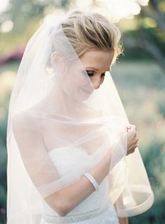 Short veil with an opaque white liner: http://www.stylemepretty.com/2014/12/04/intimate-summer-wedding-at-san-ysidro-ranch/ | Photography: Kurt Boomer - http://kurtboomer.com/
