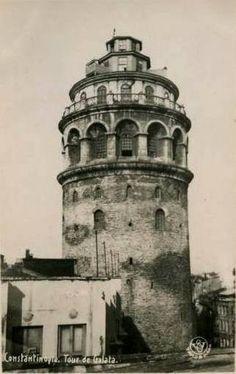 Galata KulesiBu fotoğrafın daha büyük boyutlusunu aradığım için eklemeyi hep bekletiyordum. Sosyal medyada bu fotoğrafa iliştirilmiş Zeplin İstasyonu ile paylaşılıyor. O durumlar için link olsun.