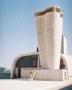 Le Corbusier Hotel in Marseille, France 1947 His main style is modern and has influenced the world by traveling and building in 5 different countries. Architecture Design, Gothic Architecture, Amazing Architecture, Contemporary Architecture, Chinese Architecture, Architecture Office, Futuristic Architecture, Building Architecture, Concept Architecture