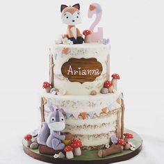 Woodland theme birthday cake for little miss cutie Arianna. I made the litt… Woodland theme birthday cake for little miss cutie Arianna. I made the little fox and squirrel using Jan Cox. Cute Cakes, Pretty Cakes, Fondant Cakes, Cupcake Cakes, Bolo Nacked, Woodland Theme Cake, Woodland Party, Fox Cake, 2 Birthday Cake