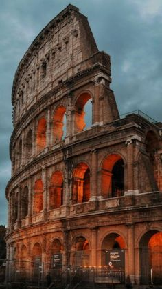 Places To Travel, Travel Destinations, Places To Visit, City Aesthetic, Travel Aesthetic, Beautiful World, Beautiful Places, Ancient Rome, Beautiful Architecture