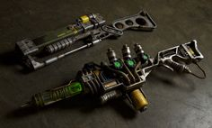 Very cool Fallout 3 energy weapons a3-21 plasma rifle, aer9 laser rifle