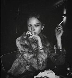Image about love in Sasha Luss by Roula Makrigianni Women Smoking, Girl Smoking, Fashion Images, Famous Faces, Dark Hair, Real Life, Che Guevara, Beautiful People, Hot Girls