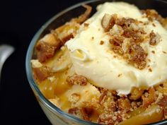 Desert rapid cu banane si crema de vanilie Romanian Food, Romanian Recipes, Cooking Recipes, Healthy Recipes, Healthy Foods, Sweet Memories, Caramel, Food And Drink, Pudding