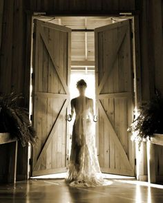 STUNNING! In love with this wedding photo of the bride! {Amber Springs by The Springs Events}