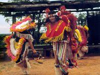 Indianer bei einer Tanzvorführung (Bild: dpa)