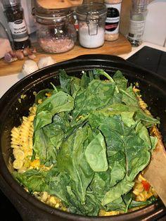 Tupun tupa: Broileripastavuoka Lettuce, Mozzarella, Curry, Pasta, Vegetables, Food, Curries, Essen, Vegetable Recipes