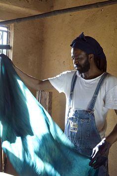 Malian textile designer Aboubakar Fofana + Master of Indigo. Mood Indigo, Indigo Dye, African Fashion Designers, African Textiles, Fabric Art, Textile Design, Craftsman, Gallery, Women
