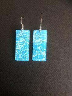 """Boucles d'oreilles """"bleu paradis"""", en résine d'inclusion, bleu ciel, bleu turquoise et doré : Boucles d'oreille par les-surprises-de-noh-lim"""