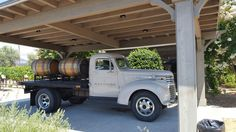 Cool vintage truck, nice way to deliver wine!