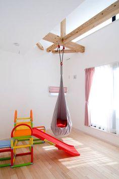 吹抜け螺旋階段の家: 遊友建築工房が手掛けたtranslation missing: jp.style.子供部屋.modern子供部屋です。