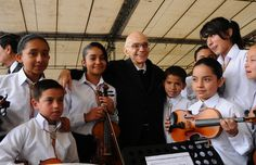 Jose Antonio Abreu made a TED Prize wish in 2009: to train 50 musicians to bring their passion for classical music to kids in their community. Thanks to this wish, more than young people  5,000 are getting a free music education across the United States. Photo: El Sistema