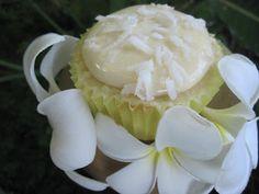 Coconut Papaya Cupcakes & an Aloha!   Becca Bakes Cupcakes