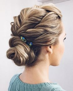 Loose braided updo hairstyle,prom hairstyles,bridal hairstyle ideas,wedding updo,wedding hairstyle ideas #BridalHairstyle #weddingideas #weddinghairstyles