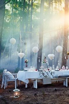 With lots of hanging decorations, like VISIONÄR honeycomb paper globes and hearts strung on ribbons, you can create your very own enchanted forest.