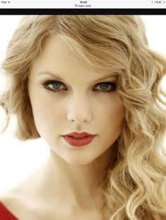 Taylor Swift without makeup appears very beautiful. And she Born on December in Reading, Pennsylvania, Taylor's family moved to nearby. Taylor Swift Tumblr, Taylor Swift Latest, Taylor Swift Music, Taylor Swift Videos, Taylor Swift Pictures, Taylor Alison Swift, American Music Awards, Wand Curls, Without Makeup