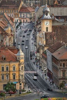 Brașov, one of the most beautiful cities in Romania 🇷🇴️ Places Around The World, The Places Youll Go, Places To See, Around The Worlds, Wonderful Places, Beautiful Places, Bósnia E Herzegovina, Brasov Romania, Romania Bucharest