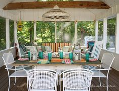 @Laura Putnam - Finding Home's summer home tour has me daydreaming of how I can transform my patio into an outdoor entertaining space like this one... /ES