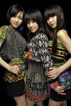 Perfume 11年目へ向け、3人で夢の舞台へ!11/3(水)、Perfume結成10周年で : 【衣装】Perfumeの服をあつめてみた【モデルと比較】 - NAVER まとめ