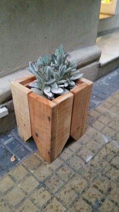 Fonte: Pinterest Diy Planter Box, Wooden Planters, Outdoor Planters, Diy Planters, Planter Ideas, Wood Crates, Wood Pallets, Palette Deco, Plant Cuttings