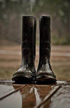 Rainy weather and wellies Walking In The Rain, Singing In The Rain, Rainy Night, Rainy Days, Rainy Weather, Weather Wear, Its Raining Its Pouring, 4 Elements, Grand Art