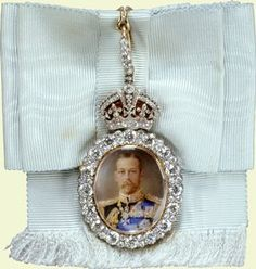 vickievictoriana:  Personal Order of King George V-the jewel encrusted order on white ribbon was a personal gift of the sovereign to those who received it during his reign