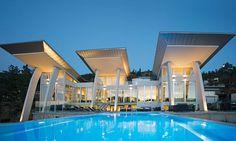 Lakefront Home With Minimalist Elegant Design - Kelowna, British Columbia, Canada