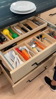 Kitchen Cupboard Designs, Kitchen Cabinet Storage, Kitchen Room Design, Modern Kitchen Cabinets, Modern Kitchen Design, Home Decor Kitchen, Interior Design Kitchen, Kitchen Organization, Island Kitchen