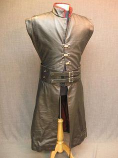 09039431 Gambeson Mens Medieval black leather burgundy taffeta lining C38.JPG