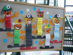 Clown with accordion body idea Kids Crafts, Clown Crafts, Circus Crafts, Carnival Crafts, Kids Carnival, Hobbies And Crafts, Projects For Kids, Art Projects, Diy And Crafts