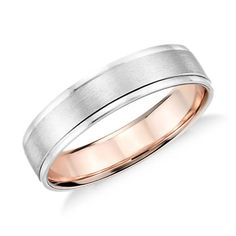 Show your love with this platinum and 18k rose gold wedding ring, showcasing a two-tone interior accent and a brushed finish.