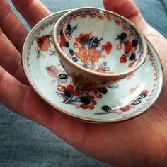 We just love this adorable miniature Chinese Imari cup and saucer! Qianlong (1736 - 1795) #miniature #miniaturecupandsaucer #small #tiny #detail #qianlong #Imari #chineseimari #chineseporcelain #chineseart #porcelain #antiqueporcelain #porcelainart #asianart #antiquedealer #artcollectors #collectors #artappreciation #loveart #antique #ceramics #oldstuff #chorusbotha #preciousantique #veryold #ourcollection #priceless #orientalart #original #authentic