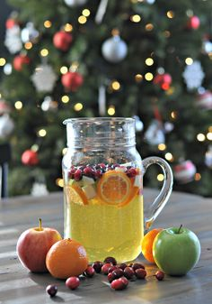 Holiday Sangria •1 bottle white wine (cheap is always good for sangria) •1/2-1 bottle sparkling apple cider or apple juice (both work. amount depends on how bubbly you like your sangria) •2 clementines •1 Granny Smith apple •1 Gala apple •1-2 cups cranberries
