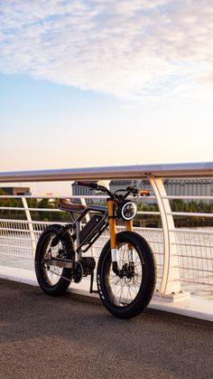 Electric Bike Review, Electric Moped, E Mountain Bike, Mountain Bike Reviews, Bobber Motorcycle, Motorcycles, Velo Design, Car Places, Bike Photo