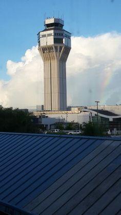 Torre de control del Aeropuerto Internacional Luis Muñoz Marín, San Juan de Puerto Rico, TJSJ.