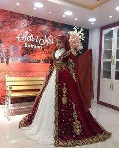 A romantic, blush wedding reception at Pelican Hill in Newport Beach by Marcy Blum Red Bridesmaids, Red Bridesmaid Dresses, Wedding Dresses For Girls, Wedding Gowns, Mac Cosmetic, Egyptian Wedding, Simple Hijab, Oriental Fashion, Mode Hijab