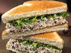 tuna fish, one regular size can -- just add 1 tbl (or less) of the Kraft olive oil mayo and put on a lightly toasted Arnold Select multi-grain sandwich thin (both on this board) for a quick super healthy meal! Olive Oil Mayo, Sandwich Thins, Fish Sandwich, Salad Sandwich, Weight Loss Eating Plan, Sandwiches, Fat Burning Foods, Protein Foods, Smoothie Recipes