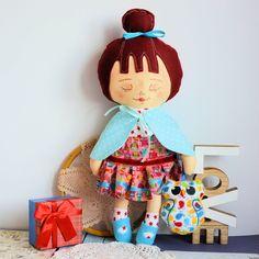 Dobra wróżka - Ofelia - opiekunka lasów i przyjaciółka sów ( 42 cm) - zestaw z ubrankami i brelokiem #clothdoll, #doll #handmade #stuffed #toy @pracownia.malykoziolek #handpainted Doll Painting, Doll Face, Toys For Girls, Beautiful Hands, Lana, Doll Clothes, Birthday Gifts, Fairy, Hand Painted