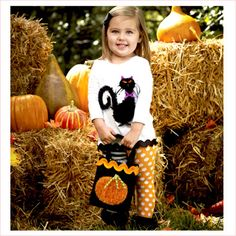 #ToddlerHalloween Outfit - this #BlackCatOutfit is purrrrrfectly cute!