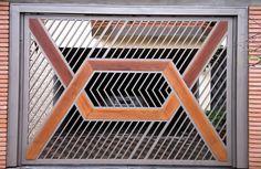 Portão Tubular Madeira EP-204 com preenchimento de metalon de aço carbono 100% galvanizado em diversos perfis. Pode conter detalhes em tubos de aço, chapa ou madeira.